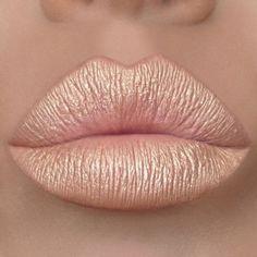 Rose gold continues to be a huge trending shade. Check out this custom diy metallic lip featuring Motives Mineral Paint Pot Eyesahdow Allure. Cute Lipstick, Lipstick Style, Makeup Geek, Skin Makeup, Beauty Makeup, Beautiful Lips, Gorgeous Makeup, Makeup Pictorial, Lip Art