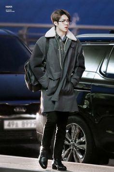 exo oh sehun Korean Fashion Men, Kpop Fashion, Airport Fashion, Woman Fashion, Fashion Idol, Male Fashion, Fashion Styles, Rapper, Chanyeol Baekhyun