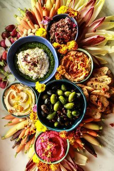 The Ultimate Vegan Appetizer Platter from HeatherChristo.com Vegan Appetizers, Vegan Snacks, Appetizer Recipes, Appetizer Buffet, Vegetable Appetizers, Thanksgiving Appetizers, Holiday Appetizers, Buffet Vegan, Aperitivos Vegan