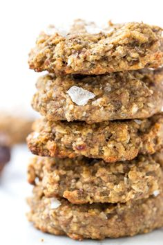 Sea Salt + Date Quinoa Breakfast Cookies -- a simple and HEALTHY breakfast cookie that is packed with fiber, protein and healthy fats! All clean eating ingredients are used for this healthy dessert recipe. Healthy Cookies, Healthy Sweets, Healthy Snacks, Healthy Recipes, Healthy Fats, Quinoa Cookies, Protein Cookies, Healthy Deserts, Healthy Protein