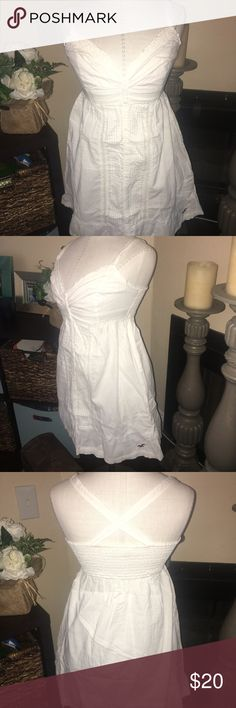 Hollister white dress. Size M. Hollister white dress. Size M. Great condition, no flaws. Bundle and save! Hollister Dresses
