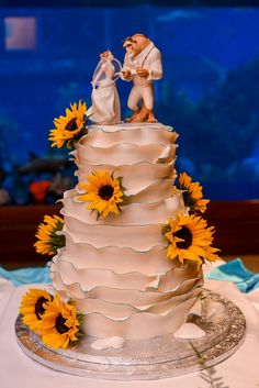 A beautiful beauty and the best wedding cake