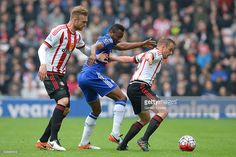 Lee Cattermole of Sunderland controls the ball under pressure of John Mikel Obi of Chelsea during the Barclays Premier League match between Sunderland and Chelsea at the Stadium of Light on May 7, 2016 in Sunderland, United Kingdom.