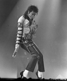 Michael Jackson gets to punch his entire concert audience in the arm Michael Jackson Bad Tour, Photos Of Michael Jackson, The Jackson Five, Mike Jackson, Invincible Michael Jackson, Divas, Nigerian Music Videos, Streaming Hd, Victoria