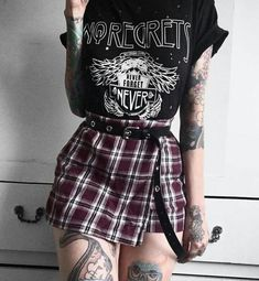 Girls outfits shared by ™Devany_Sandoval™ on We Heart It 90s Grunge, Grunge Style, Grunge Outfits, Punk Rock Outfits, Estilo Grunge, Hipster Outfits, Grunge Fashion, Cool Outfits, Girl Fashion