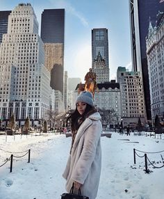 ideas for travel outfit new york winter New York Outfits, City Aesthetic, Travel Aesthetic, Aesthetic Fashion, Aesthetic Girl, Photographie New York, Foto Filter, New York Weihnachten, Looks Academia