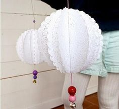 DIY Doily Pom Poms, Could do with gold or silver paper doilies. Paper Doily Crafts, Doilies Crafts, Paper Doilies, Diy Paper, Paper Lace, Origami Paper, Easy Crafts For Kids, Diy For Kids, Decorating Small Spaces