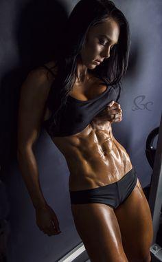 Australian Fitness Model Shannah Baker Talks With Simplyshredded.com