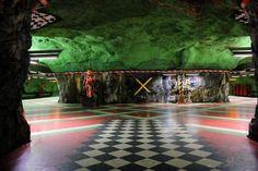 【画像】 おしゃれな地下鉄駅の画像が集まるスレ