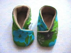 Aimee of Home Spun Threads has a PDF pattern to make these cute baby kimono shoes for sizes 0 - 6 months. [ via Whip Up ]