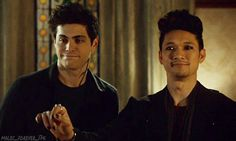 So sweet of Magnus omg melting inside!!! <<<their faces though :)