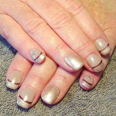 nails, accent nail, gelish, shellac, gellac, nail art, beige, cream, brown ,french, shimmer, diamante