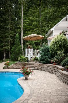 This backyard looks like something we saw in dream! Make your backyard dreams come true with Eagle Bay pavers.