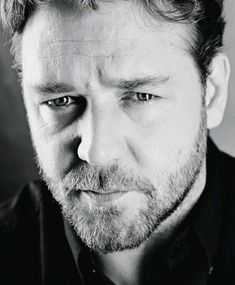 Image - Russell Crowe - La beauté en noir et blanc Famous Men, Famous Faces, Famous People, Hollywood Actor, Hollywood Stars, Celebridades Fashion, Russell Crowe, Actrices Hollywood, Hommes Sexy