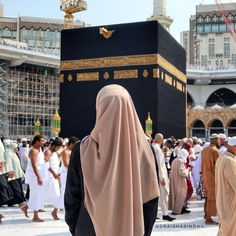 Learn Quran Academy provide the Quran learning services at home. Our mission to teach Quran with proper Tajweed and Tafseer to worldwide Muslim community. Mecca Islam, Mecca Kaaba, Cute Muslim Couples, Muslim Girls, Hijabi Girl, Girl Hijab, Muslim Hijab, Islam Muslim, Muslim Couple Photography