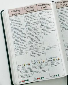 vertical bullet journal daily page by yukikosakamura If you're looking for bullet journal daily layout ideas, here's 10 unique styles to give you some inspiration! Daily pages are the heart of bullet journaling for those that want to stay… Planner Bullet Journal, Daily Bullet Journal, Bullet Journal Ideas Pages, Bullet Journal Spread, Journal Pages, Bullet Journals, Bullet Journal Vertical Weekly Spread, Bullet Journal Student, Bullet Journal Weekly Layout