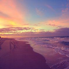 A praia de Marambaia é de grande beleza e tranquilidade, e é considerada um dos recantos de Aquiraz. Ideal para os que buscam um bom lugar para descansar. Vale a pena visitar! Foto: @diego_costta.