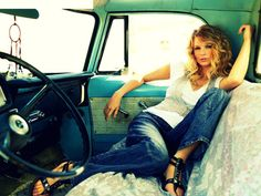 Taylor Swift has challenged and conquered the music industry and now she is on to the fashion industry. Earlier this month Swift stood up against Apple Inc. Young Taylor Swift, Taylor Swift Pictures, Taylor Alison Swift, Vw Bus, Volkswagen, Auto Girls, Car Girls, Senior Portraits, Senior Pictures