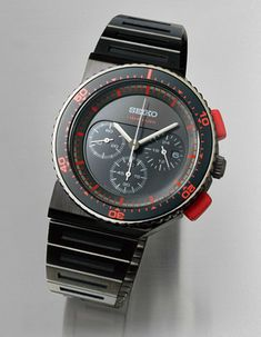 ABlogToWatch: Seiko x Giugiaro 30th Anniversary Spirit Smart Watch Is Redo Of Aliens Classic Movie Watch---In 1983 Seiko began a design partnership with Italian designer Giorgetto Giugiaro that resulted in the production of a few very interesting pieces in the mid 1980s. For 2013 Seiko has begun a re-issue of these timepieces starting with the first model - the Seiko 7A28 6000.