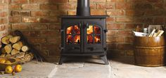 Yeoman Devon Wood & Multi-fuel Stove can be tailored to look equally at home in the fireplace of a modern house or the inglenook of a country cottage. Log Fires, Wood Burning Fires, Gas Fire Stove, Boiler Stoves, Solid Fuel Stove, Wood Fuel, Into The Woods, Brass Wood, Log Burner