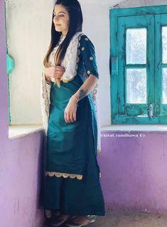 girl On bouncing Early morning BooBers be a bouncing hot women Patiala Suit Designs, Kurta Designs Women, Kurti Designs Party Wear, Blouse Designs, Indian Fashion Dresses, Dress Indian Style, Indian Outfits, Punjabi Fashion, Indian Attire