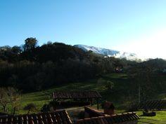 Vista de la Sierra de Torín y el Tombu con nieve desde #casarural www.fincaelpalacio.com en #Piloña #Asturias