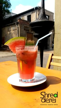 Just right for those hot summer days. A cold watermelon-lemonade for cooling down!