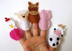 Finger puppets are finger puppets used to tell and amuse stories. Felt Puppets, Felt Finger Puppets, Baby Quiet Book, Felt Quiet Books, Felt Animal Patterns, Stuffed Animal Patterns, Felt Diy, Felt Crafts, Baby Toys