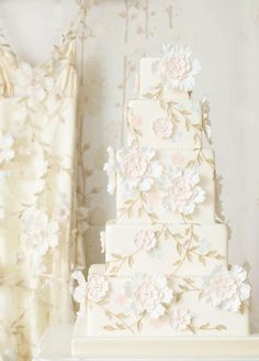 """ A Claire Pettibone wedding cake to match a Claire Pettibone wedding dress. "" - A Claire Pettibone wedding cake to match a. Pretty Wedding Cakes, Square Wedding Cakes, White Wedding Cakes, Unique Wedding Cakes, Beautiful Wedding Cakes, Wedding Cake Designs, Beautiful Cakes, Unique Weddings, Floral Wedding"