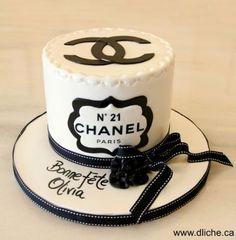 Ideas birthday cake decorating women chocolate for 2019 Cupcakes, Cake Cookies, Cupcake Cakes, Bolo Channel, Channel Cake, Adult Birthday Cakes, Cool Birthday Cakes, 21st Birthday, Chanel Torte