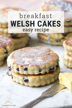 These Welsh Breakfast Cakes are buttery little pancakes that you won t be able to put down Learn how to make these traditional Welsh Cakes on the griddle with this easy recipe Enjoy these welsh cakes for breakfast or for high tea Recipe on Welsh Cakes Recipe, Welsh Recipes, Scottish Recipes, British Recipes, British Desserts, British Pancakes Recipe, Easy Welsh Cakes, British Biscuit Recipes, Gastronomia