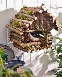 Anleitung für ein Vogelhaus ~ DIY bird house Roof for Marnie's? Garden Crafts, Garden Projects, Diy Projects, Diy Garden, Garden Tools, Bird Houses Diy, Fairy Houses, Bird House Feeder, Bird Feeders