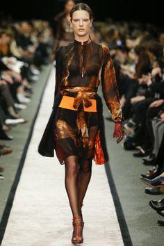 Défilé Givenchy prêt-à-porter  Fashion A/W 2014 / Runway