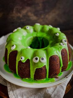 Monster Food, Just Cakes, Fun Cupcakes, Food Humor, Fancy Cakes, Creative Food, Amazing Cakes, Baking Recipes, Cake Decorating