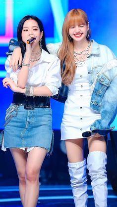 Your source of news on YG's current biggest girl group, BLACKPINK! Kim Jennie, Jenny Kim, Kpop Girl Groups, Korean Girl Groups, Kpop Girls, Lisa Black Pink, Black Pink Kpop, Blackpink Jisoo, Blackpink Fashion