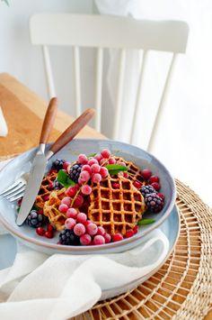 Vanille havermoutwafels | Elien's Cuisine - Lekkere en makkelijke recepten Healthy Sweets, Healthy Recipes, Main Meals, Baked Goods, Blueberry, Waffles, Clean Eating, Good Food, Veggies