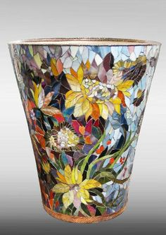 ideas for mosaic flowers vase Mosaic Planters, Mosaic Garden Art, Mosaic Tile Art, Mosaic Vase, Mosaic Flower Pots, Mosaic Crafts, Mosaic Projects, Pebble Mosaic, Mosaic Bottles