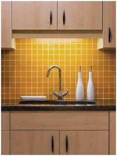 Yellow Kitchen Designs, Yellow Kitchen Decor, Small Kitchen Layouts, Eclectic Kitchen, Kitchen Interior, Maple Kitchen Cabinets, Kitchen Cabinet Design, Kitchen Tiles, Kitchen Redo