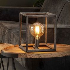 This Luther table lamp is a designed with an open square cage. The lamp is made of metal with an old silver finish. The lamp has industrial characteristics. Operable with a switch on the cord. Industrial Floor Lamps, Industrial Ceiling Lights, Industrial Interiors, Industrial Table, Cool Table Lamps, Loft Stil, Retro Lampe, Floor Standing Lamps, Cubes