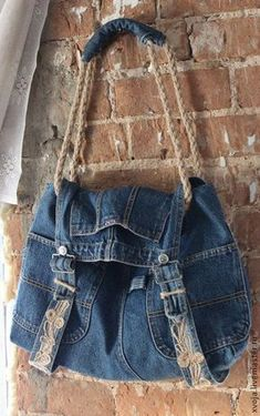 Twine as straps on a denim bag? Jean Crafts, Denim Crafts, All Jeans, Jeans Denim, Denim Overalls, Crochet Russo, Sewing Jeans, Diy Sac, Jean Purses
