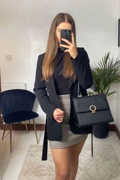 Business Outfits, Business Fashion, Business Chic, Classy Work Outfits, Chic Outfits, Cool Street Fashion, Work Fashion, Work Attire Women, Short Pencil Skirt