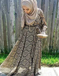 The dress is so pretty / hijab style Islamic Fashion, Muslim Fashion, Modest Fashion, Fashion Hub, Modest Dresses, Modest Outfits, Maxi Outfits, Modest Clothing, Collection Eid