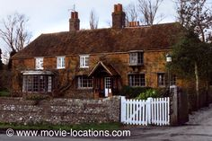 wards End filming location: the country cottage 'Howards End, in 'Hilton': Peppard Cottage, Rotherfield Peppard, near Henley-on-Thames, Oxfordshire Howard End, English Architecture, Henley On Thames, English Castles, English House, Filming Locations, British Isles, Places To Go, Home And Garden