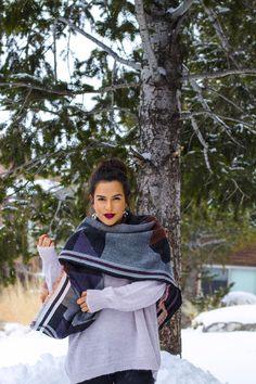Top Knot & Bold lips ON THE KATTWALK: Snow Stroll Bold Lips, Top Knot, How To Feel Beautiful, Women Empowerment, Beauty Hacks, Hair Beauty, Snow, Fashion Trends, Cowlick
