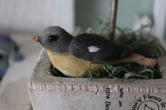 手描きの小鳥ブローチです。綿麻約3×7.5cm|ハンドメイド、手作り、手仕事品の通販・販売・購入ならCreema。