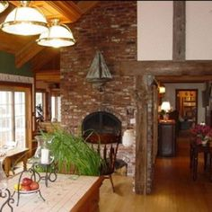 Kitchen fireplace Kitchen Dining, Dining Room, Beautiful Kitchens, Dream Kitchens, Fireplace Hearth, Gazebo, Living Spaces, Outdoor Structures, Patio