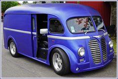 Jolie transformation d'un van International de 1951 #vans #camion #truck #international #1951 #50s #vintage #vintagetrucks