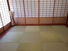 敷き詰められた美しい置き畳 | igusa master Kokoro, Tile Floor, Flooring, Room, Crafts, Furniture, Home Decor, Bedroom, Manualidades
