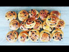 Reteta melci cu stafide | Caracoles con pasas - YouTube Doughnut, Make It Yourself, Desserts, Youtube, Recipes, Food, Snails, Step By Step, Tailgate Desserts