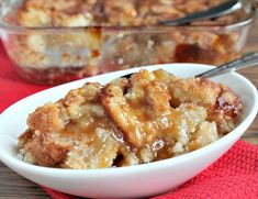 This snickerdoodle cobbler combines the goodness of hot apple pie, soft and chewy snickerdoodle cookies and a rich, buttery caramel sauce. 1 package Krusteaz Snickerdoodle Cookie Mix cup butter 1 egg 1 can apple pie filling 3 tablespoons caramel topping Apple Recipes, Sweet Recipes, Cookie Recipes, Dessert Recipes, Dessert Ideas, Easy Desserts, Delicious Desserts, Yummy Food, Apple Desserts